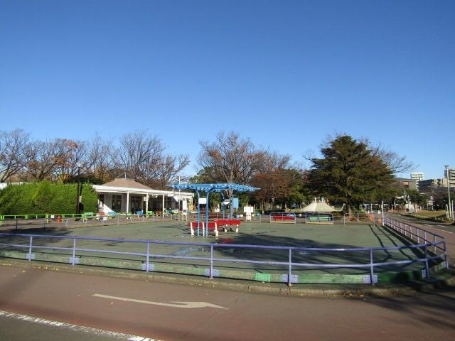 大田区立萩中公園内の交通公園のローラースケート場です。