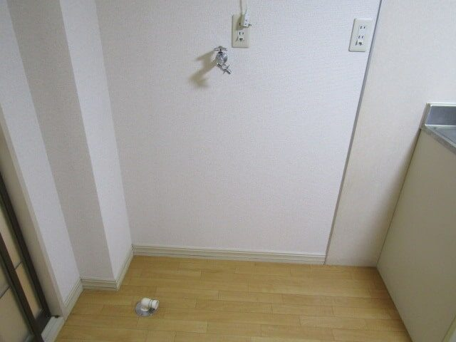 グリーンプラザの室内洗濯機置場です。