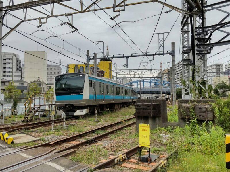 JR京浜東北線の蒲田電車区の引き込み線の踏切です。