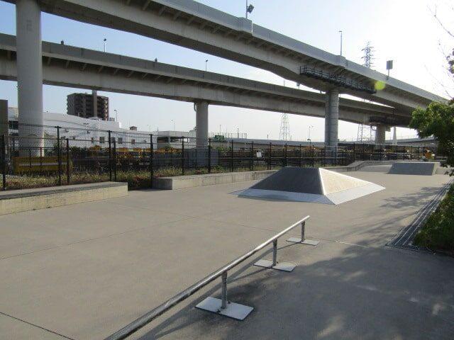川崎市大師河原公園のスケートボードパークです。