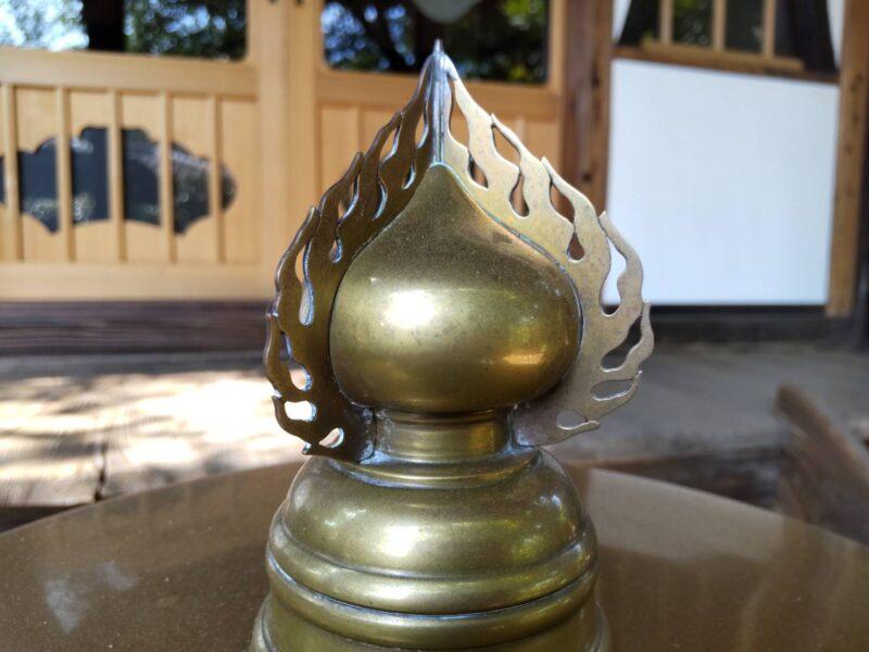 お寺の仏具の取っ手です。