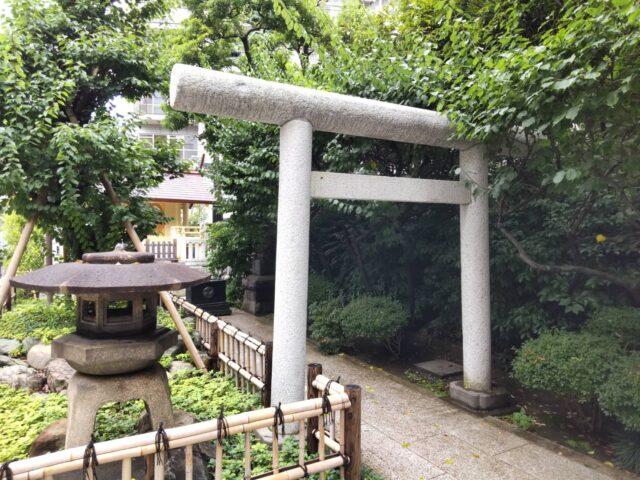 蒲田八幡神社境内の天祖神社です。