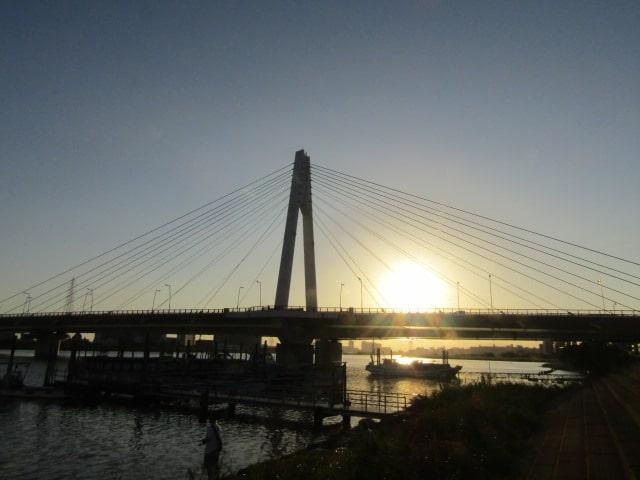 多摩川に架かる大師橋です。